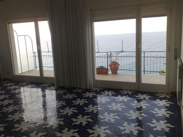 Liguria appartamenti ville finale ligure alassio for Appartamenti pescoluse sul mare