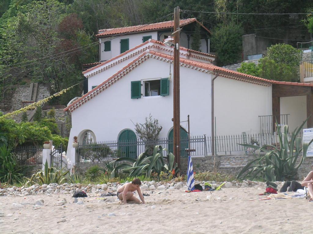 Ville costa azzurra liguria pagina 3 for Disegno della casa sulla spiaggia