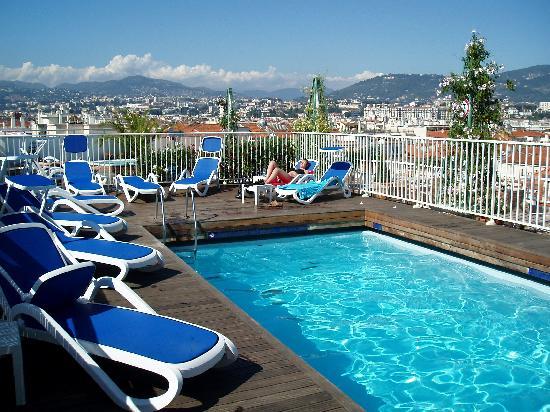 Nizza appartamento appartamenti villa ville case casa for Comprare piscina